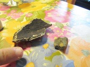 Ved den eine kjellaren har Golten funne flintstein og restar av eit kokekar.