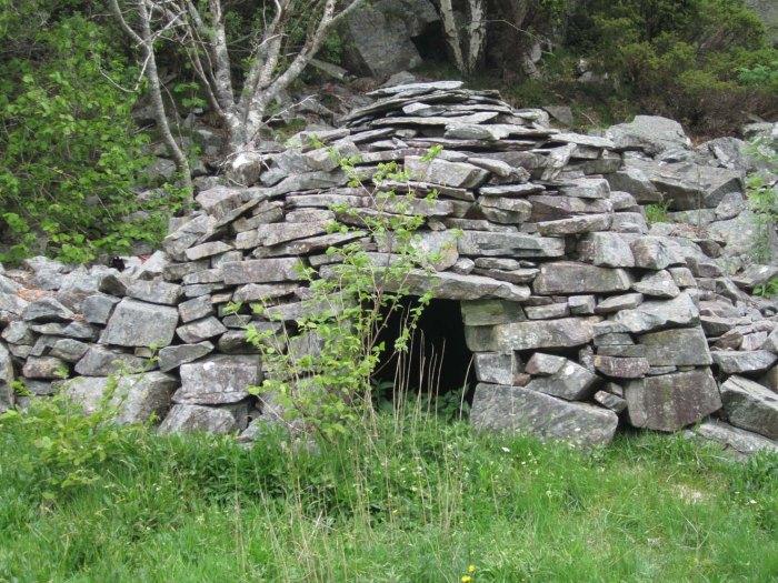 Jordkjellar i Fjell kommune i klassisk keltisk byggestil.